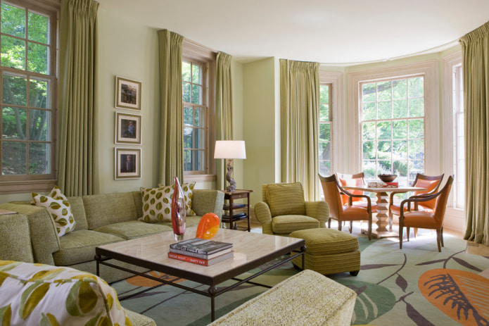 светло-зеленый штор и мебели