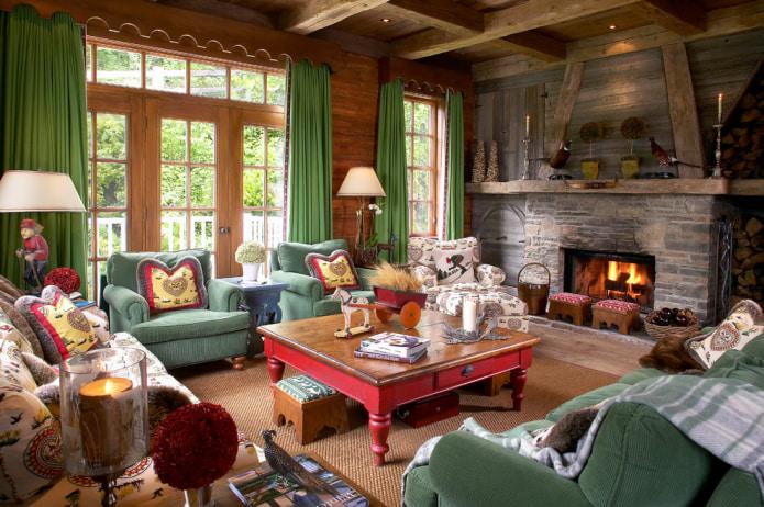 зеленые шторы в деревенском доме