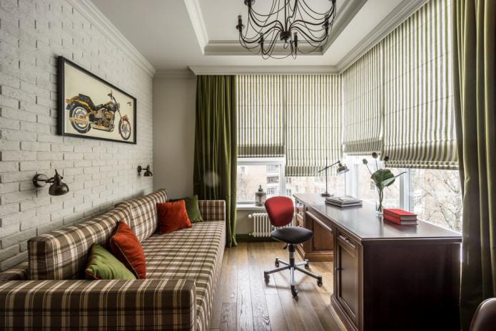стильный кабинет с комбинацией римских штор и портьер
