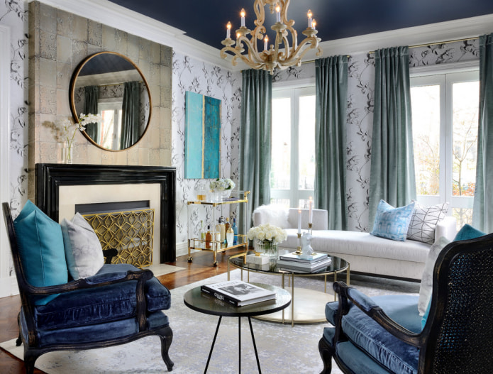 белый диван и портьеры