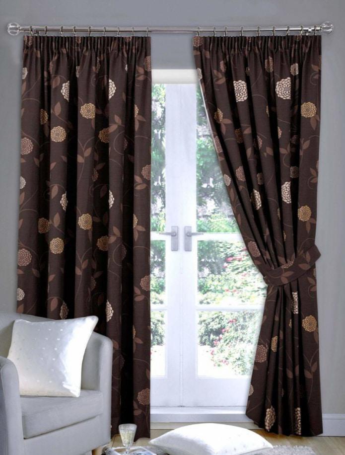 коричневые шторы с цветами