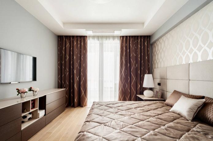 Шоколадные портьеры в спальне