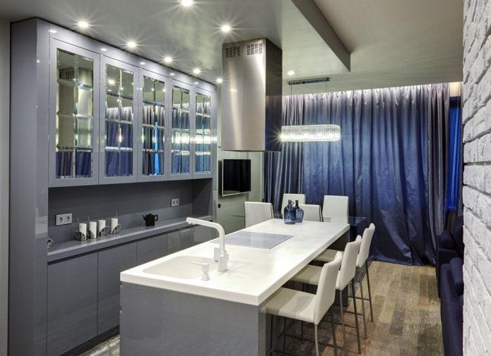 синяя тафта на окнах