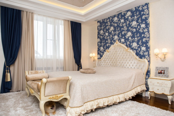 бежево-синие шторы в спальне