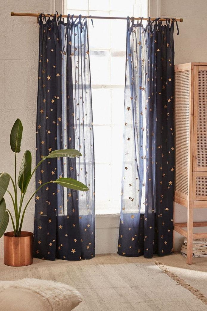синие шторы со звездами