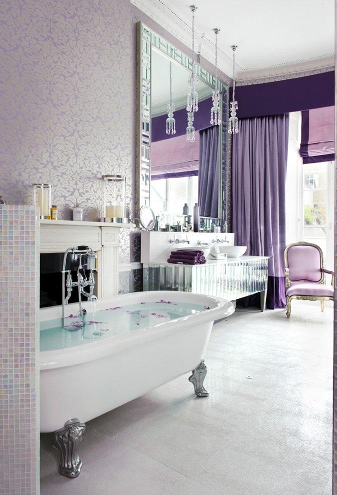 сиреневые занавески в интерьере ванной