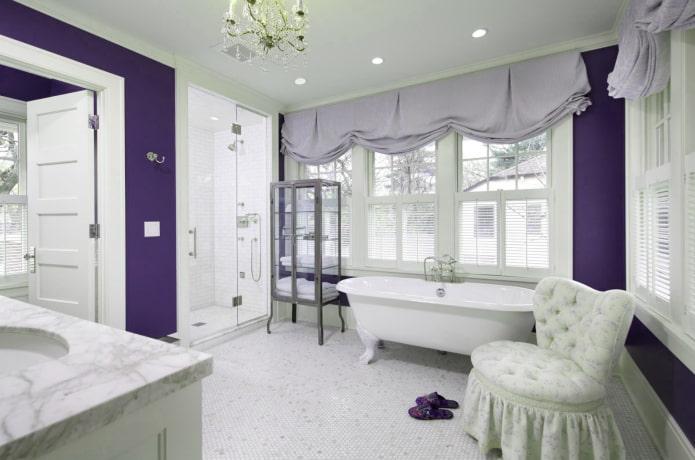светло-сиреневые занавески в ванной