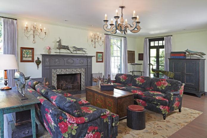 светло-сиреневые занавеси в интерьере гостиной