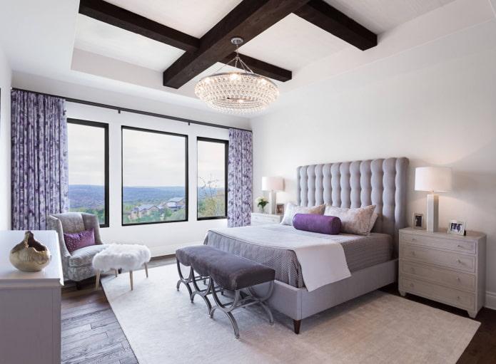 шторы сиреневого цвета в интерьере спальни