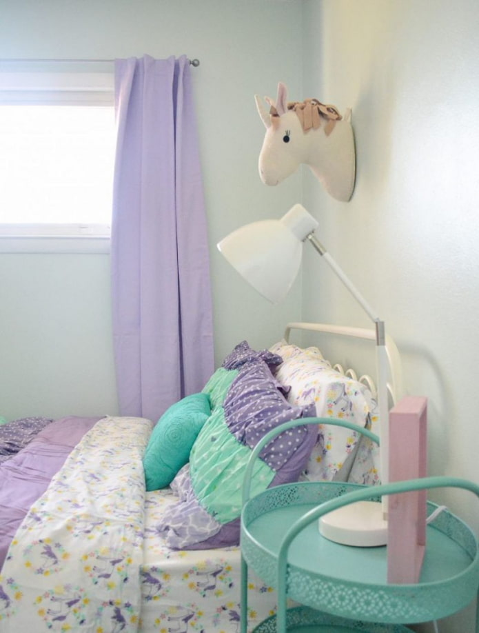 занавески сиреневого цвета в интерьере детской