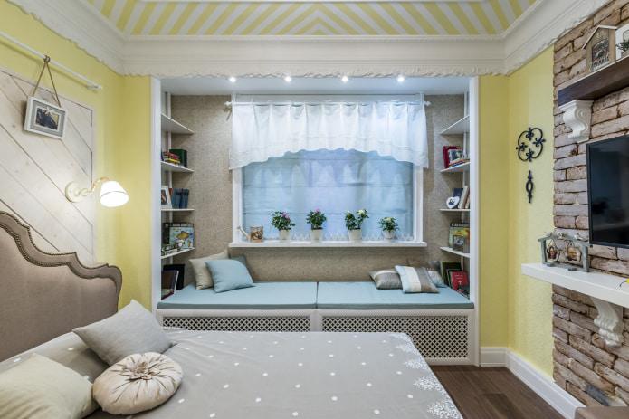 Короткие шторы в детской комнате с альковом