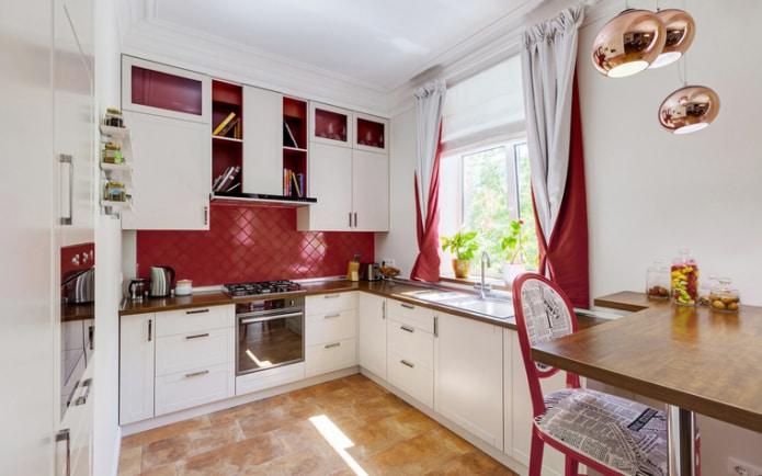 Бордово-белые шторы
