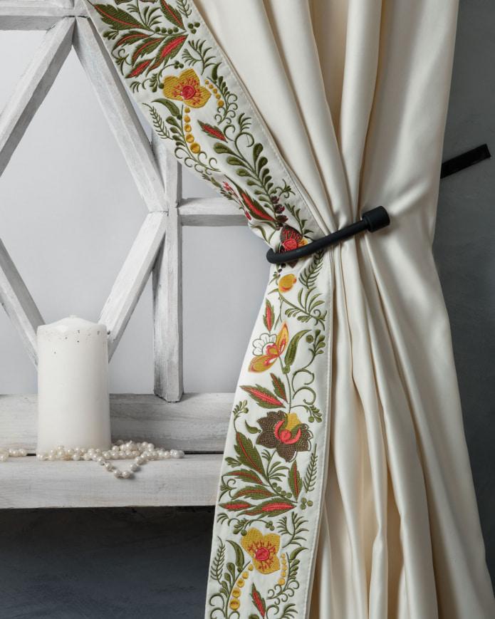 шторы с вышивкой