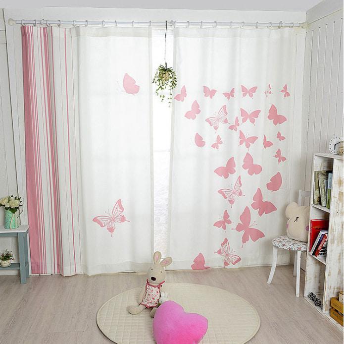 бабочки на шторах