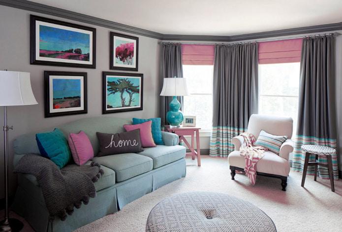 розовые римские шторы и серые портьеры