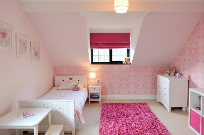 розовая римская штора и розовый ковер