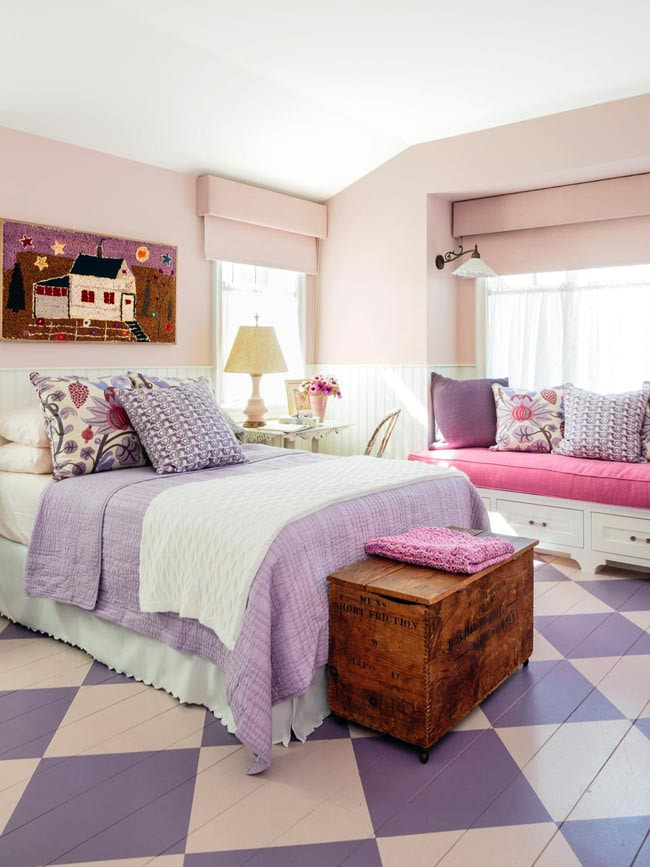 бледно-розовые шторы в спальне