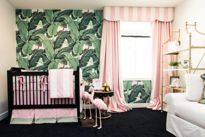 розовые шторы в полоску в детской
