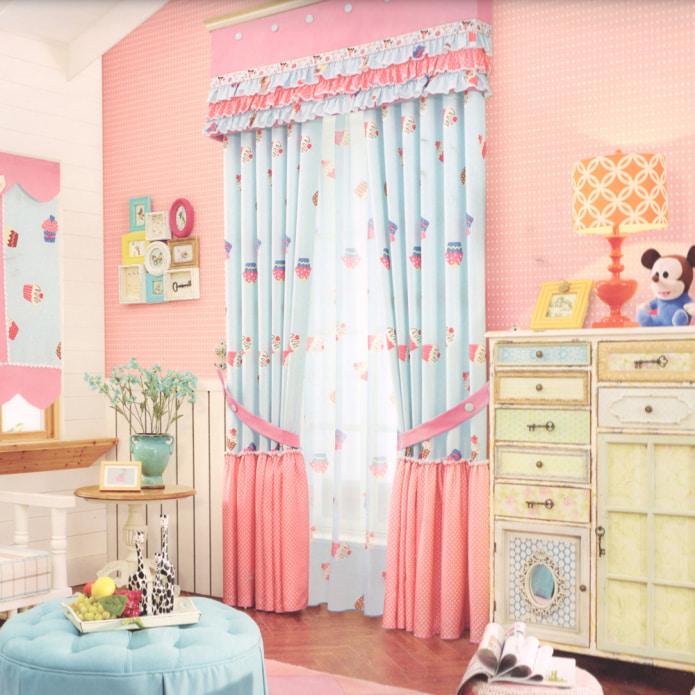 розово-голубые шторы в детской
