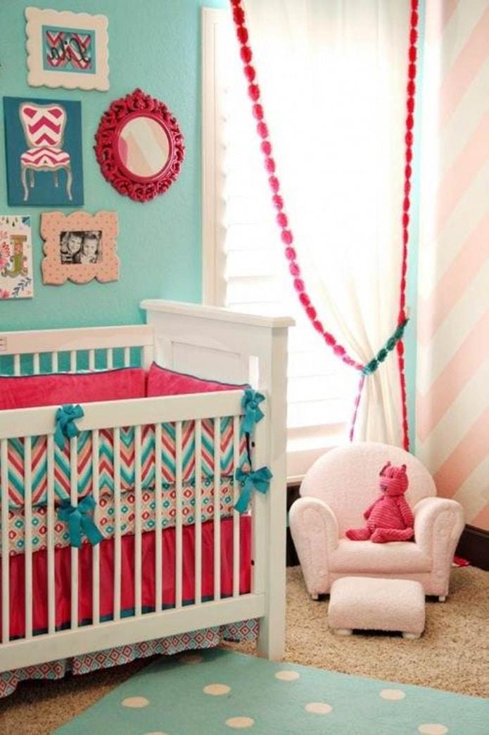 розово-бирюзовые занавески в детской