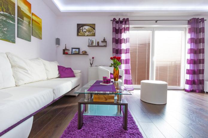 розово-фиолетовые шторы в зале