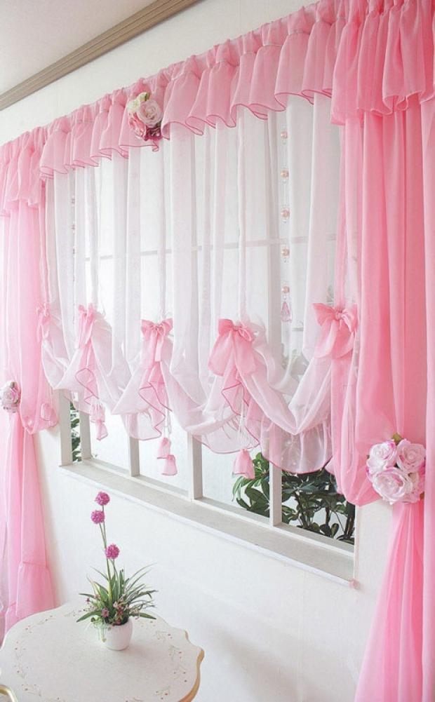 розовые шторы разной длины