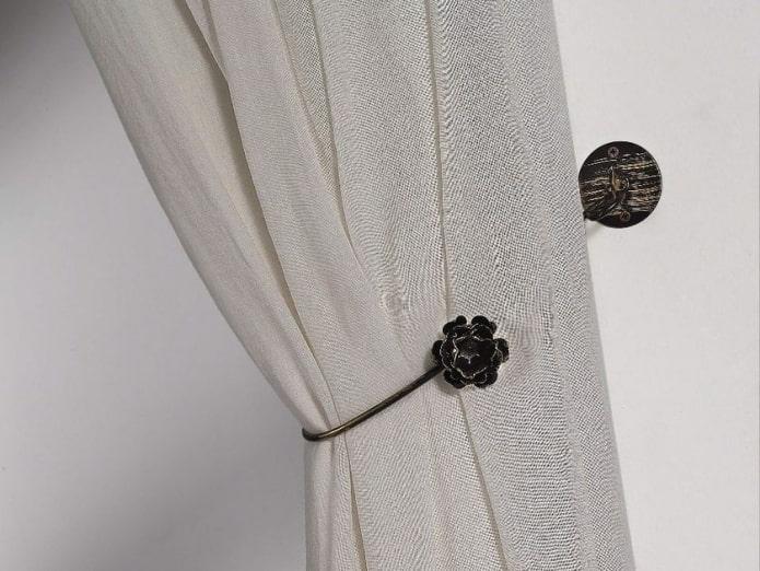 штора с металлическим прихватом