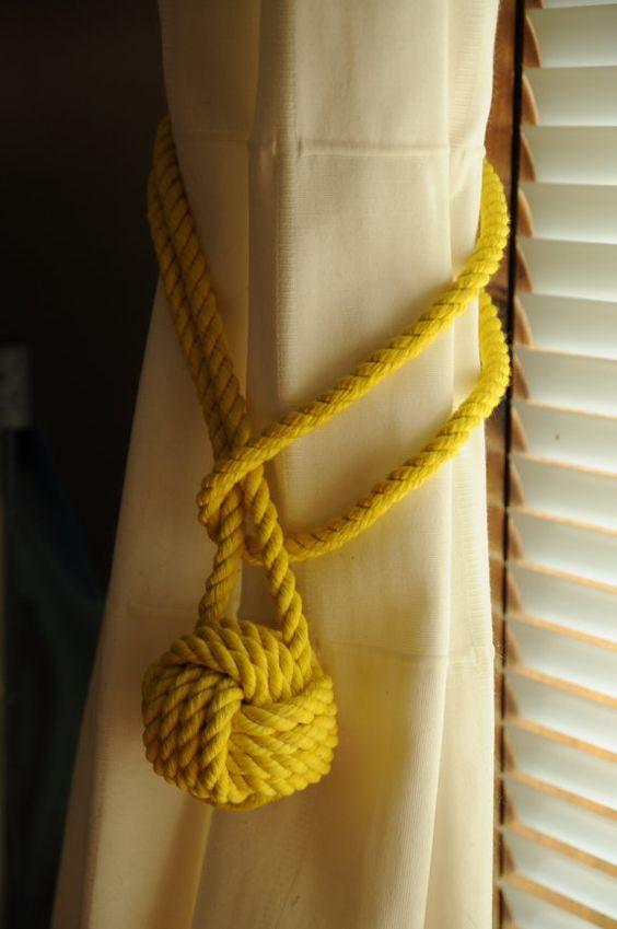 прихват для штор желтого цвета
