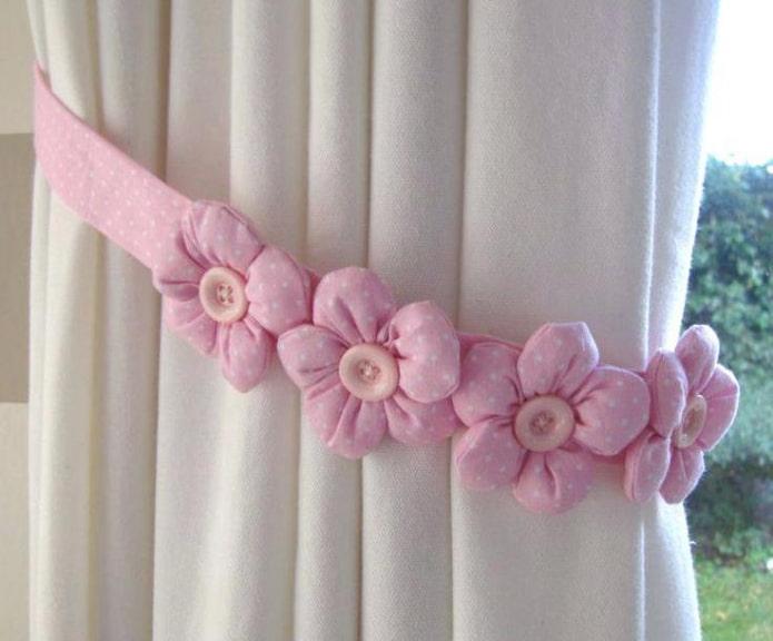 прихват для штор розового цвета