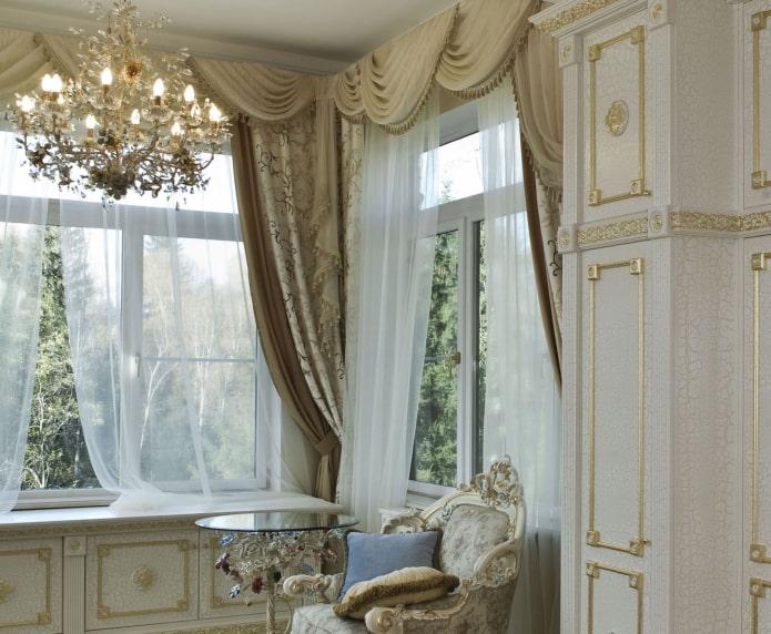 декор углового окна с простенком