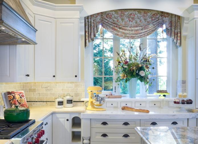 ламбрекен джабот в интерьере кухни