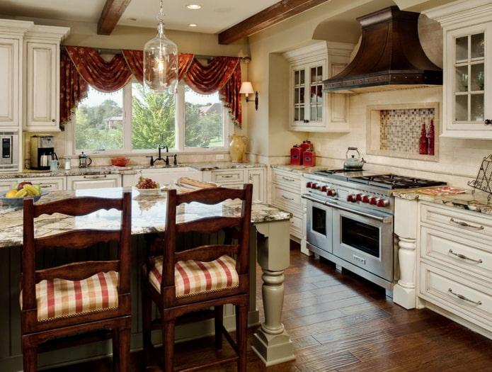 ламбрекены в интерьере кухни в стиле кантри