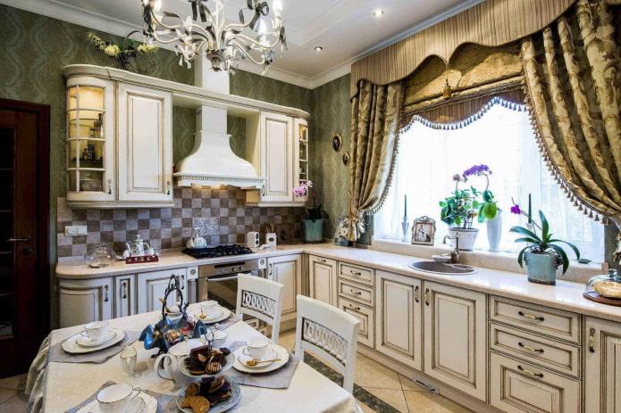 ламбрекены на кухне в классическом стиле