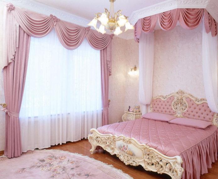 розовые ламбрекены в интерьере спальни