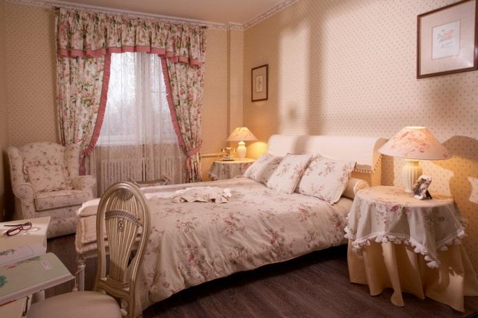 ламбрекены в спальне в стиле прованс