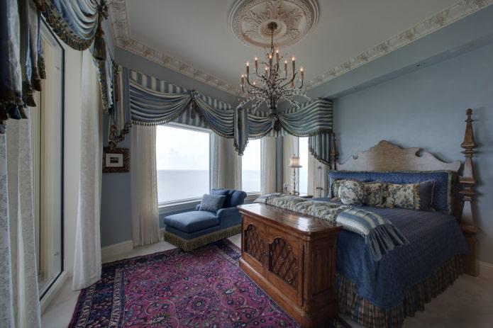 комбинированный ламбрекен в интерьере спальни