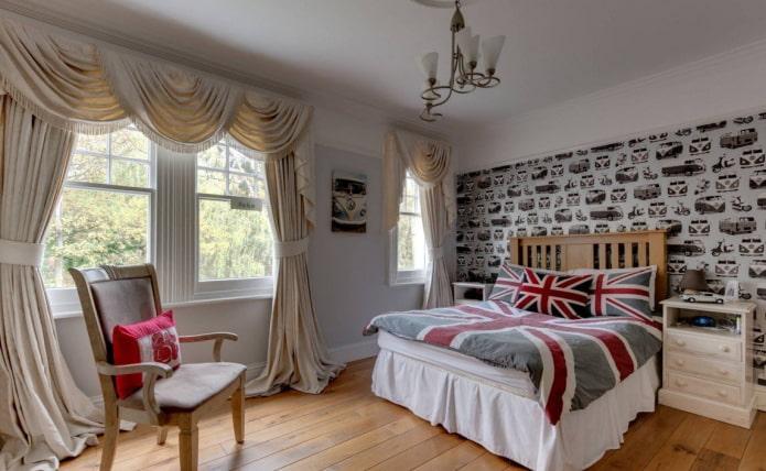 ламбрекены с портьерами в интерьере спальни