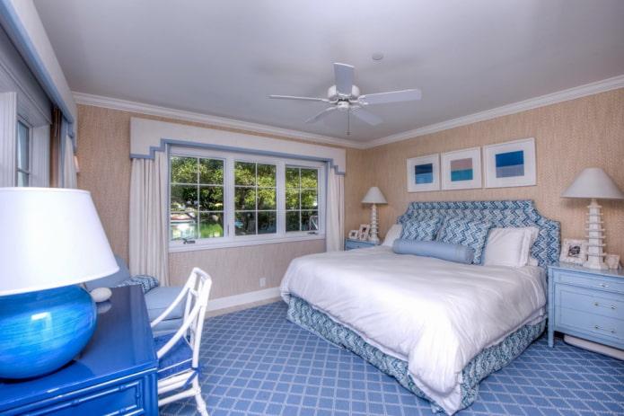 жесткий ламбрекен с геометрией в спальне