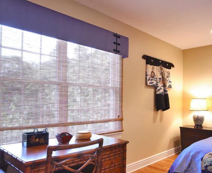 жесткий ламбрекен фиолетового цвета в интерьере спальни