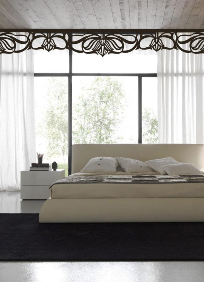 ажурный ламбрекен в интерьере спальни