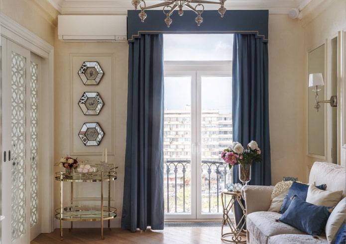 жесткий ламбрекен на балконных дверях