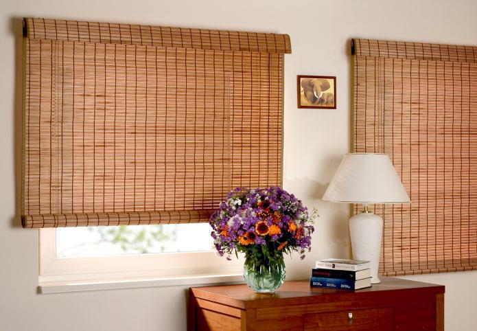 рулонные шторы из бамбука в интерьере