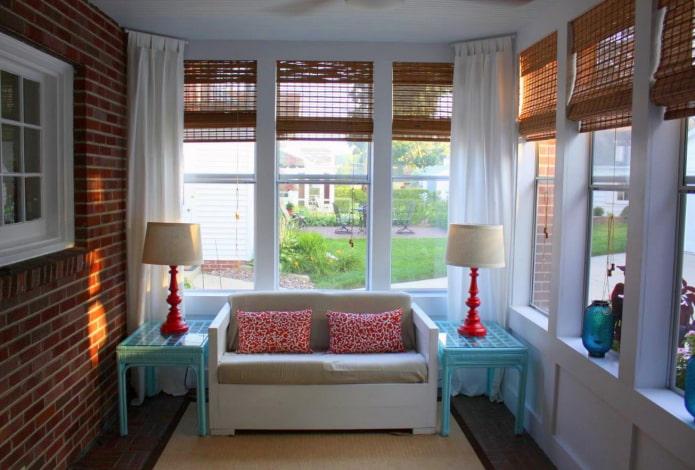римские шторы из бамбука на веранде