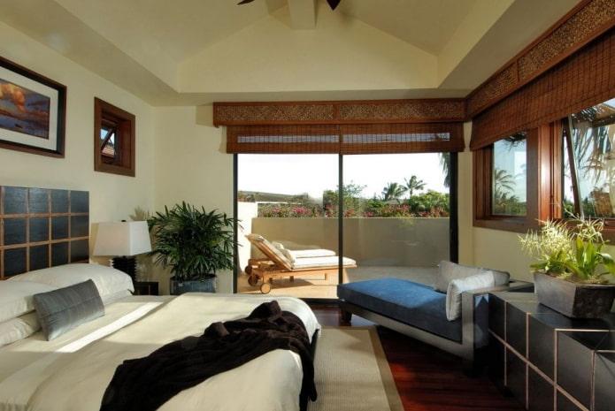 коричневые римские шторы из бамбука в интерьере