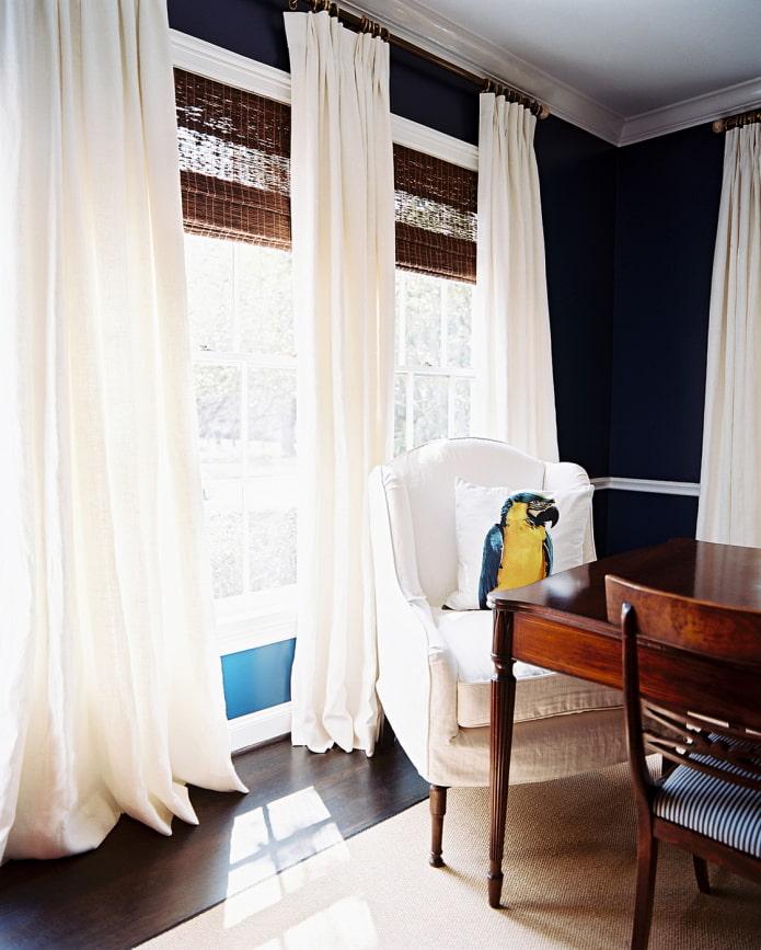 бамбуковые занавеси в сочетании с портьерами