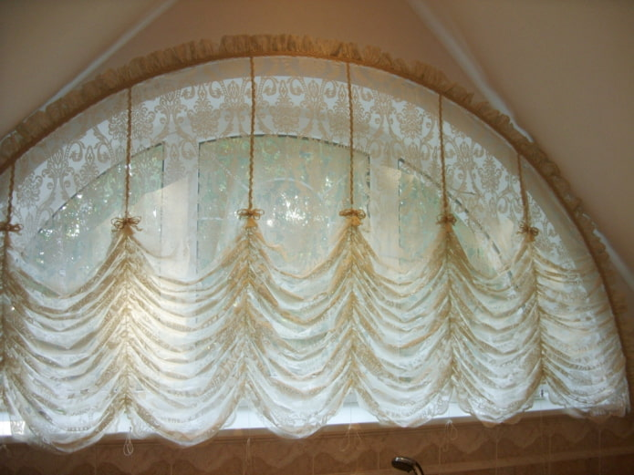 шторы маркизы на арочном окне