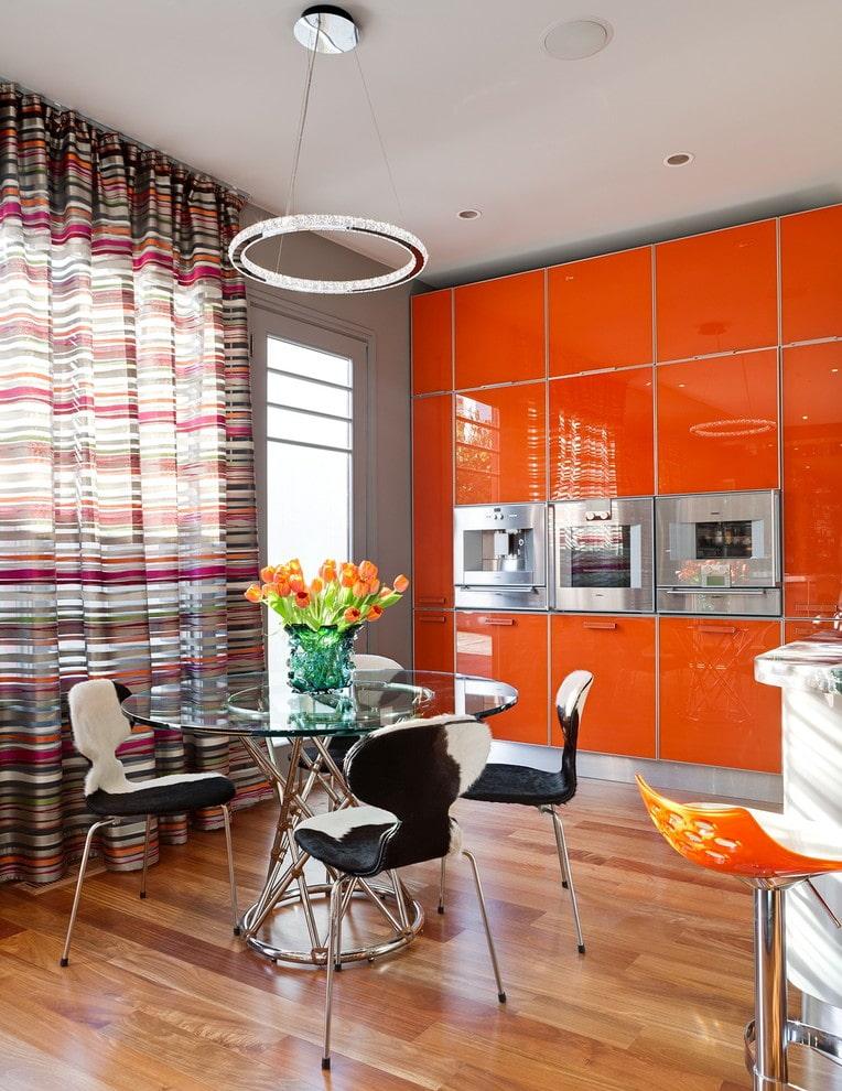 уверен, что какие шторы подойдут к оранжевой кухне фото многих очень