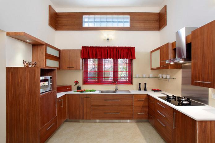короткая штора на кухне