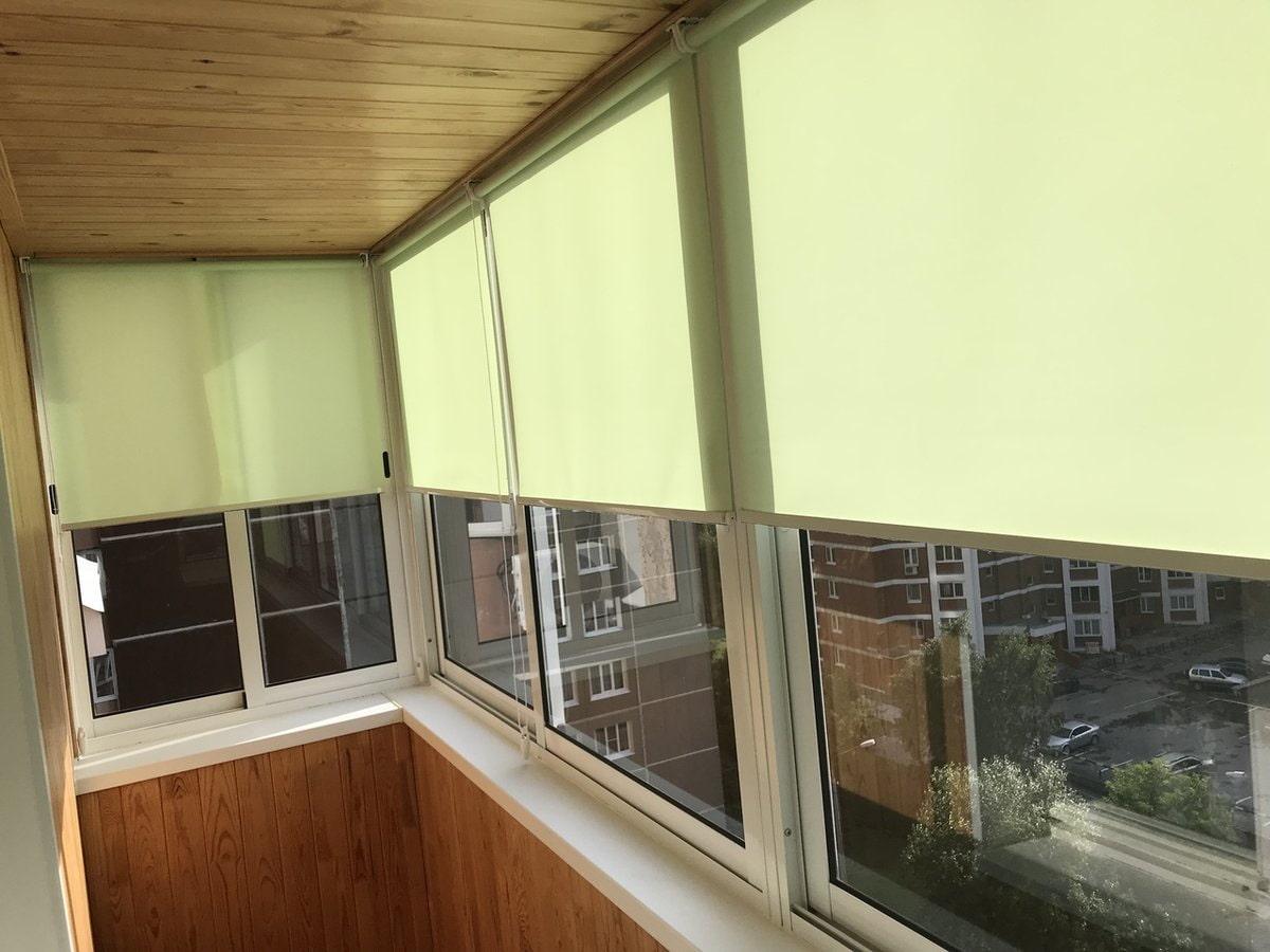 Жалюзи на балкон с раздвижными окнами фото