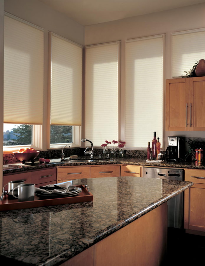 плиссе в интерьере кухни
